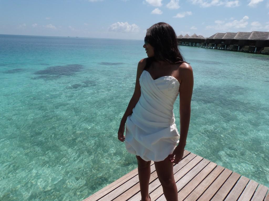 Leonnie - short wed dress