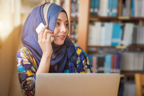 muslim woman working on the computer featured