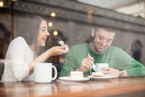 man-and-woman-on-a-date-in-a-coffee-shop