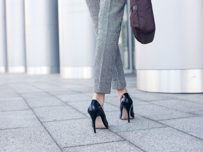 smart-dressed-woman-wearing-shoes-featured