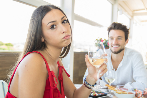 woman-looking-sad-on-a-date