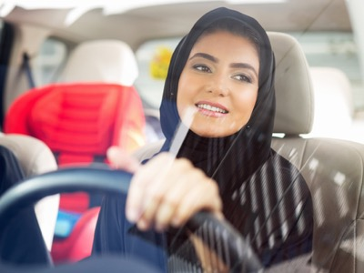 saudi arabian women driving featured