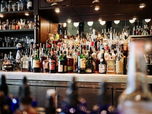 alcoholic-beverages-1845295_640, shot girls featured
